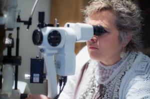 De Jongh Optometry - Slit Lamp Exam Biomicroscope